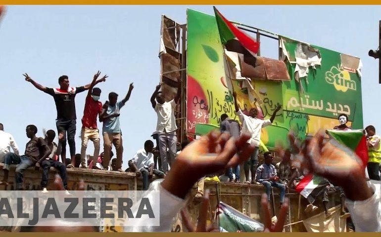 🇸🇩 Thousands gather for Friday prayers outside Sudan army HQ | Al Jazeera English