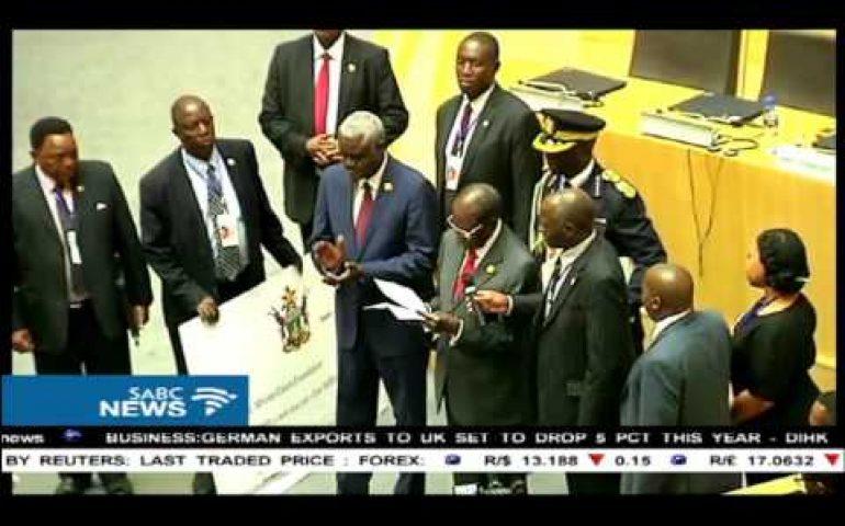 Mugabe donates $1 million to African Union