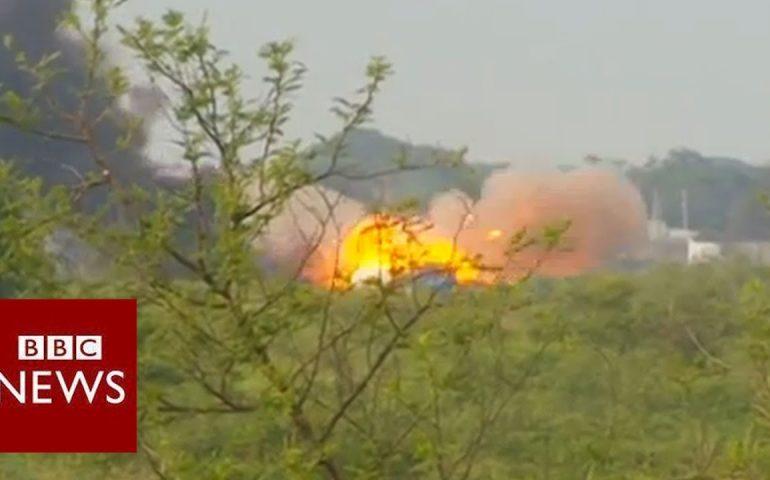 BBC reporter caught in intense South Sudan battle – BBC News